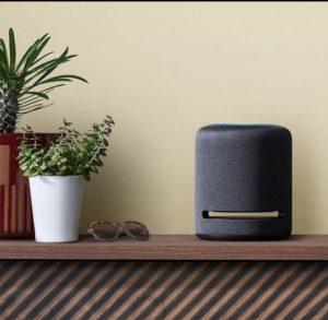 AmazonのEcho Studioを置いている写真